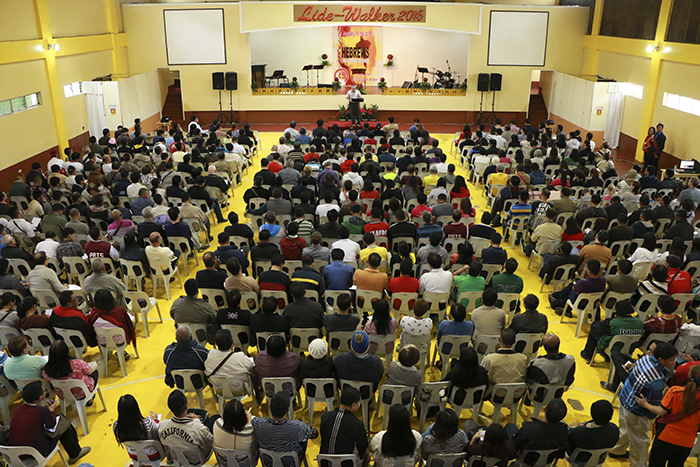 Allen preaches, lectures at partner seminary in the Philippines