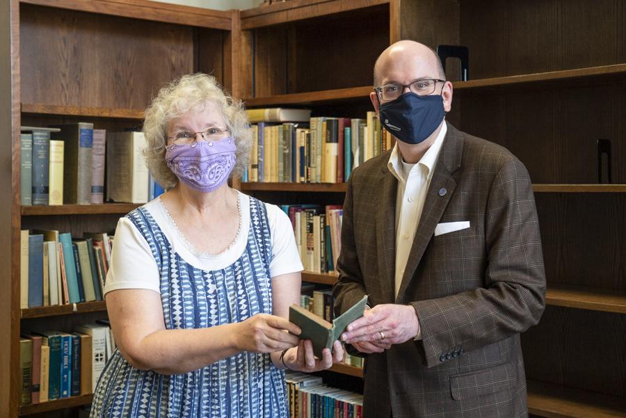 Jack MacGorman donates personal library to Southwestern Seminary