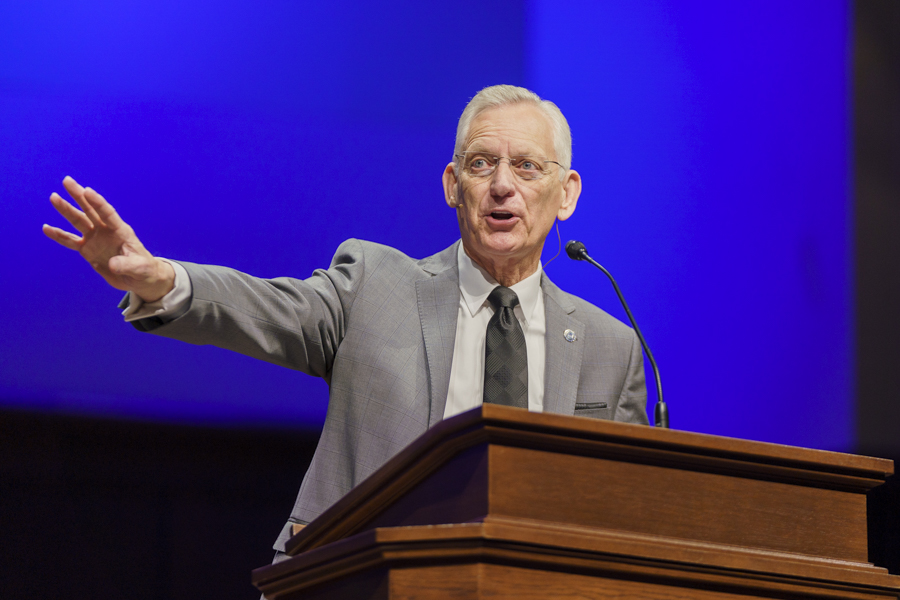 'Be the kind of leader that will help advance the Gospel,' Richards exhorts