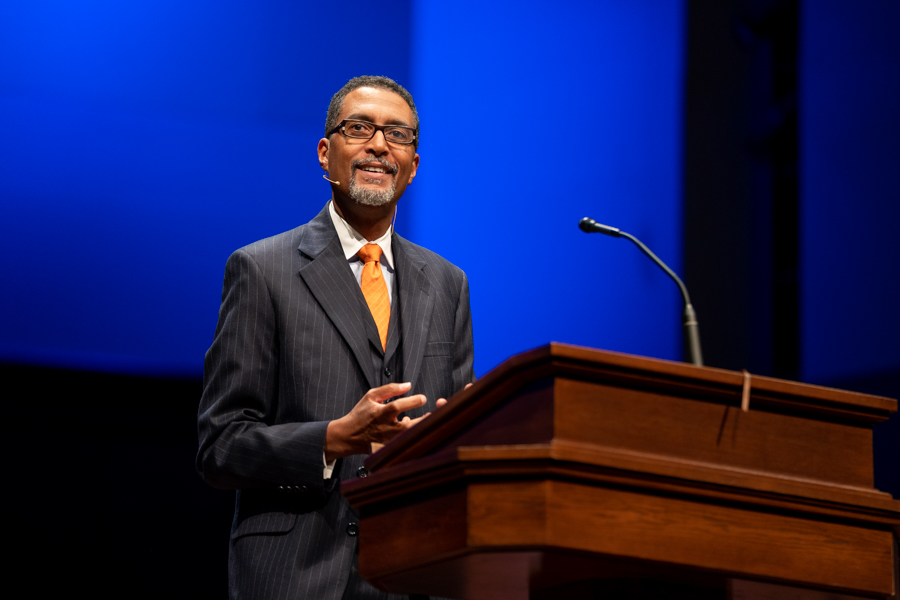 Smith urges ministers to take heed of self, teachings in Southwestern Seminary chapel message